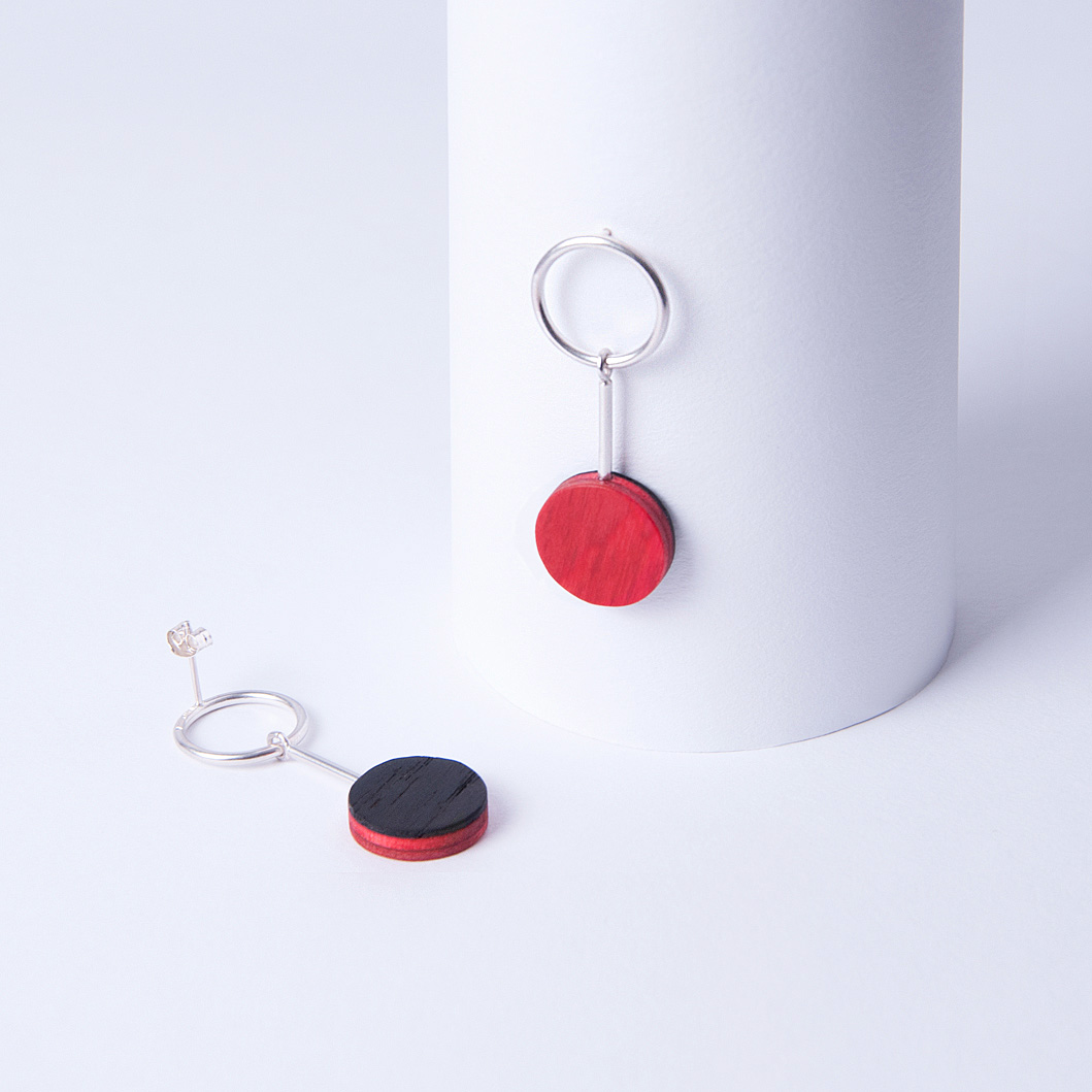 viilu_jewelry_helmi_earring_smoked_oak_red_small